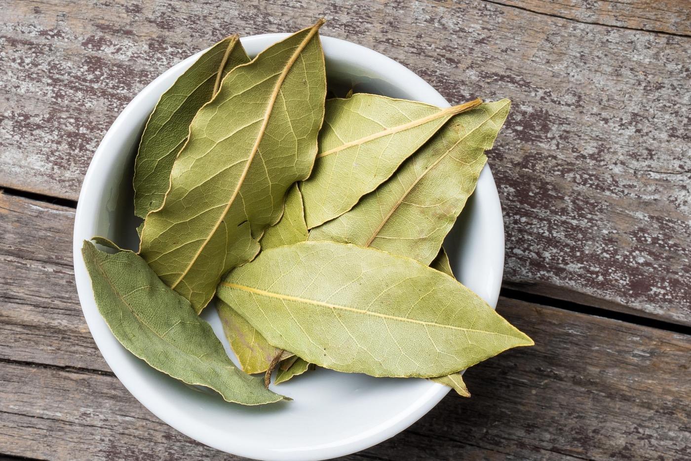Дафинов лист при настинка